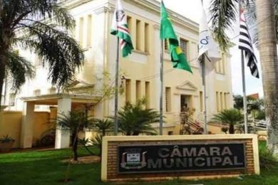 Vereadores de Pitangueiras questionam entrega da conta d'água e possível perseguição política contra professora