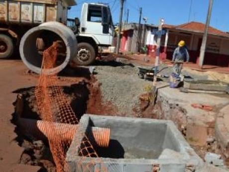Saemas realiza obras nas galerias pluviais próximas a Antônio Paschoal