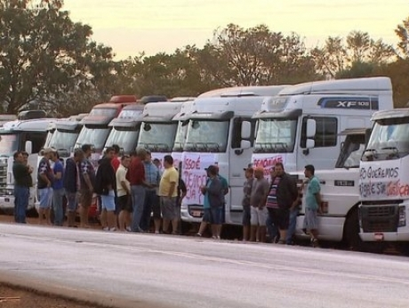 Manifestantes aderem ao movimento dos caminhoneiros em Sertãozinho
