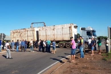 Paralisação dos caminhoneiros afeta a região